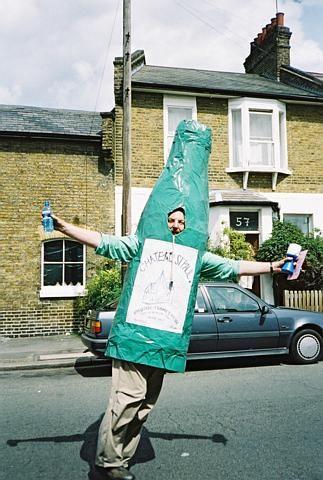 Paul hits the bottle, Brentford Festival 2001