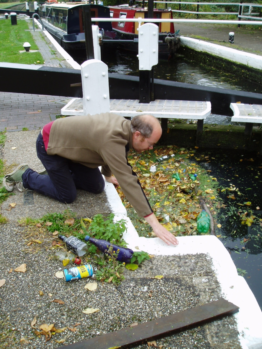 Simon removing some of the rubbish out of the lock
