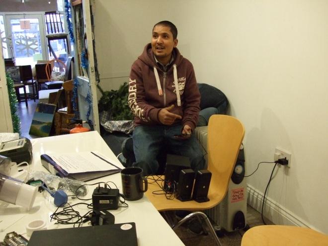 Rishi inspects speakers